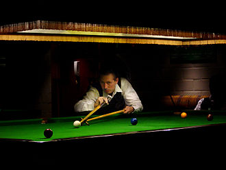 330px-Snooker_player_with_rest.jpg